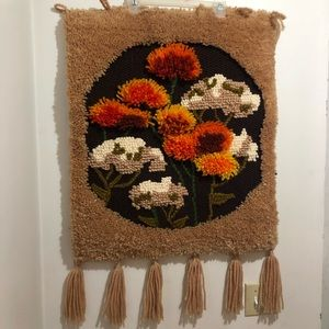 Wall tapestry with fringe